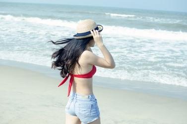Zdjęcie główne #52 - Żegnajcie niesforne włoski! Jaka metoda depilacji przed wyjściem na plażę będzie najlepsza?