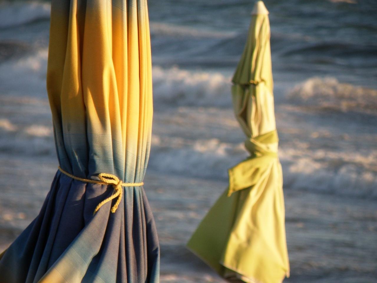 Zdjęcie główne #85 - Namiot plażowy czy parasol? Co wybrać do ochrony przed słońcem na plaży?