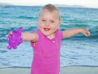 Zdjęcie główne #89 - Wolność i zabawa dla dziecka, kłopot dla rodziców. Czy golasek na plaży to dobry pomysł?